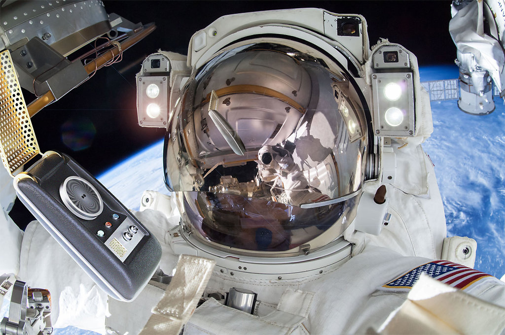 Communicator-outside-ISS-1500px.jpg